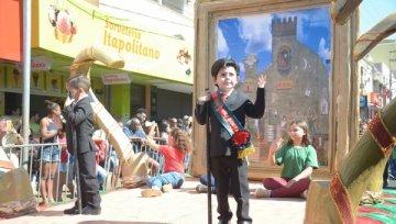 Desfile de Aniversário de Barretos ganha aplausos de milhares de pessoas